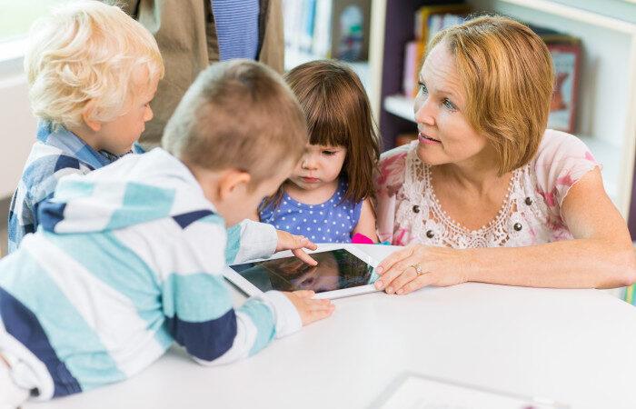 Förskollärare och barn i Väsby utvecklar app ihop med Utbildningsradion