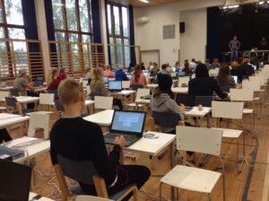 Att genomföra delprov som prövar skriftlig framställning på dator 1