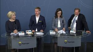 Skolkommissionens slutbetänkande överlämnat till regeringen 3