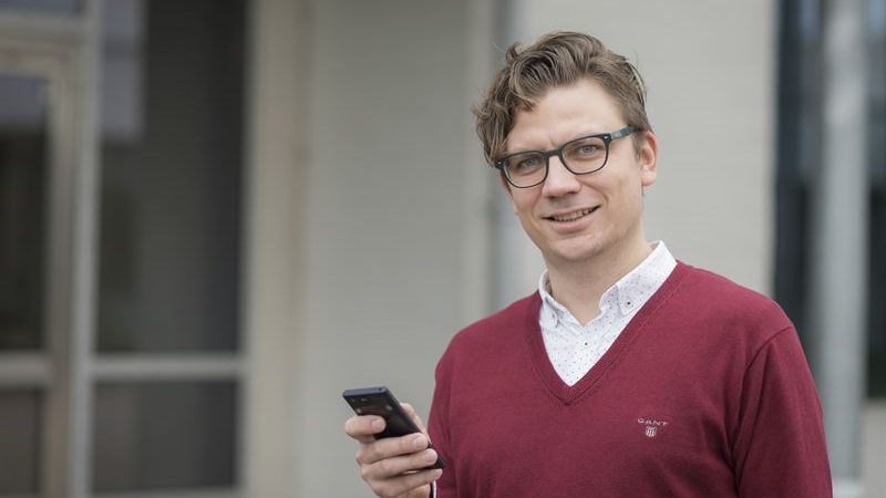Smarta telefoner utmanar lärarens roll i klassrummet