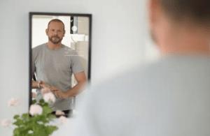 Spegel hjälper dig hålla koll på barnens skolgång – samtidigt som du borstar tänderna 1