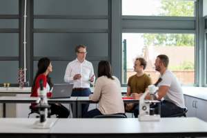 Fujitsu och Chalmers inleder samarbete kring innovation och artificiell intelligens 1