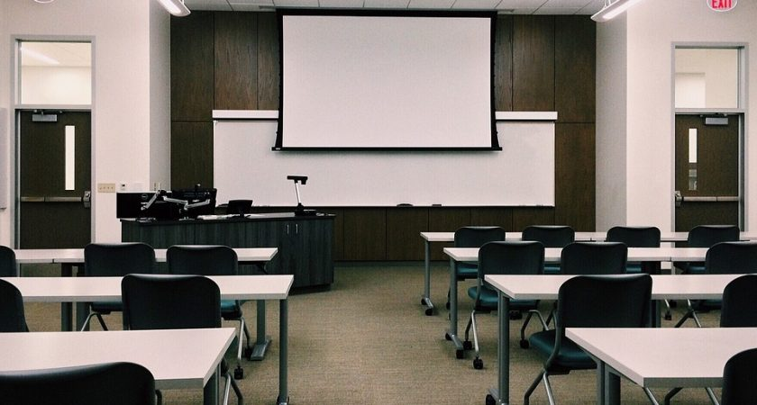 Regeringen utreder styrning av gymnasieskolan