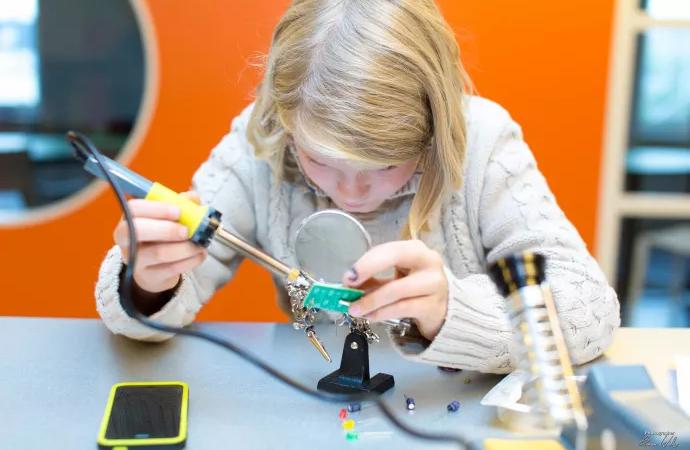 Förändra världen och skapa framtiden – studera IT och teknik