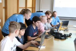 Capgemini ingår partnerskap med Hello World! för att stödja och öka kompetensen inom kodning hos barn och ungdomar 1
