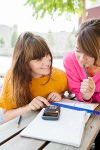 Gratis läxhjälp till elever på grundskolan och gymnasiet startar vecka 36 3