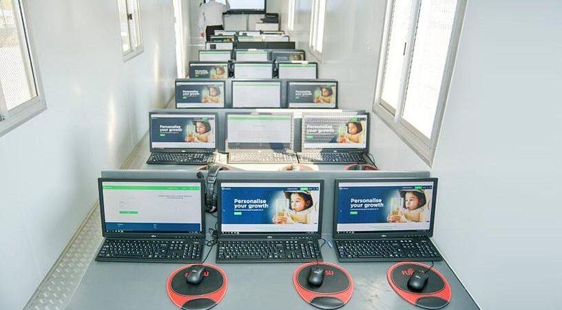 Fujitsu bygger miljövänliga, mobila klassrum för att förbättra skolgång i Sydafrikas glesbygd