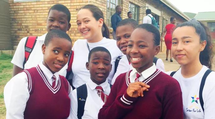 Elever från TBS Helsingborg hjälper elever i Sydafrika att studera vidare