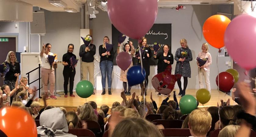 60 000 skolelever firade sina lärare med jättehyllning