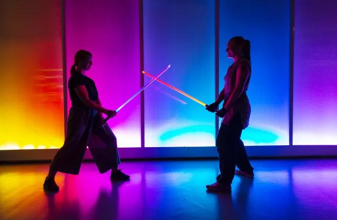 Lasersvärdsfäktning, VR och 8-bitarsmusik på Tekniska museets MegaHelg spel