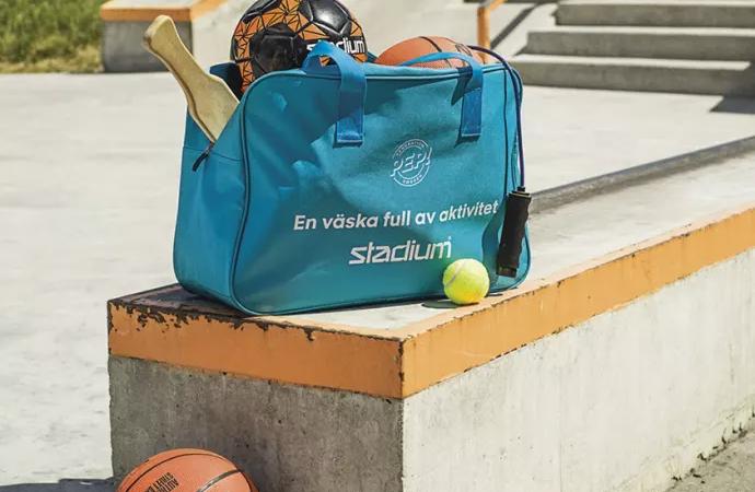 Generation Pep och Stadium delar ut aktivitetsväskor till förstaklassare runt om i Sverige