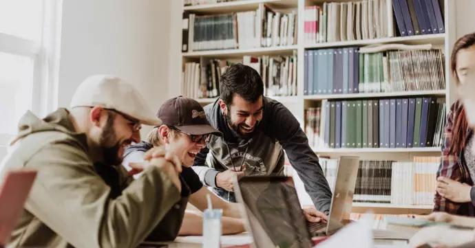 Starta en studiecirkel för din hobby – såhär gör du