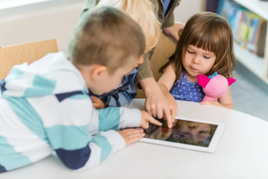 Surfplattor stärker förskolebarns kommunikation på minoritetsspråk 1