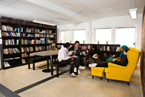 Fick kritik - nu har ThorenGruppen både analogt och digitalt bibliotek 1