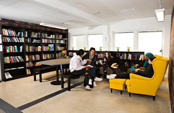 Fick kritik – nu har ThorenGruppen både analogt och digitalt bibliotek
