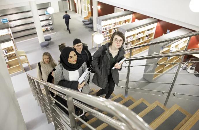 """""""Vi visar vägen till högskolestudier för personer med utländska meriter"""""""