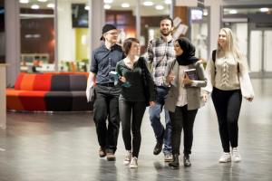 Högskolan Väst ökar antagning av programstudenter 1