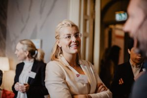 Grundare Sara Damber tillbaka som styrelseordförande i stiftelsen Friends 1