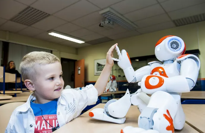 Kan sociala robotar hjälpa barn med autism?