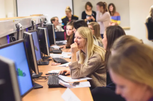 Linköpings universitet bjuder in 6o gymnasietjejer/ickebinära till att testa livet som teknikstudent 1