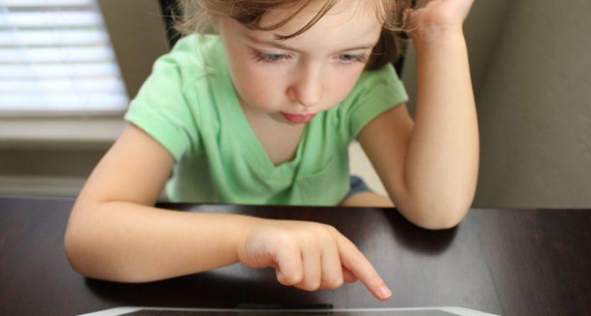 Ny studie: Så påverkar mobilen barnens syn
