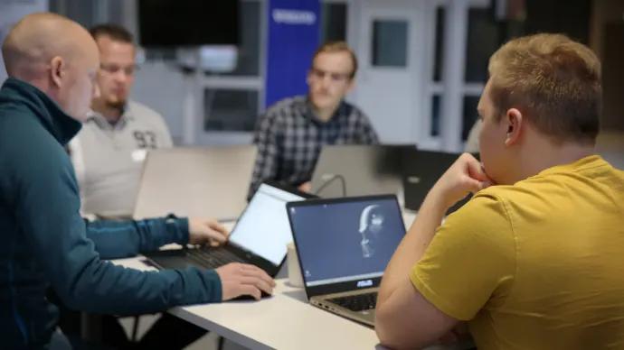 Studenter och Volvo IT löser utmaningar tillsammans – igen