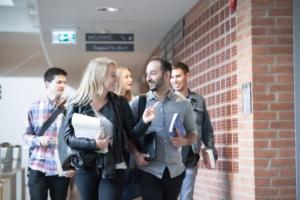 Högskolan Väst ger fler möjligheten att bli lärare samtidigt som de arbetar 1