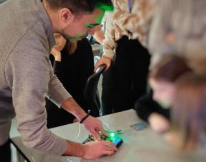 Örebros elever inspirerar varandra i programmering 1