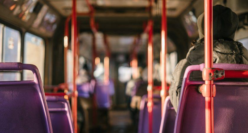 Distansstudier ska minska trängsel i kollektivtrafiken