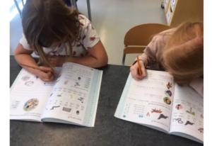 Tusentals elever börjar nu jobba i Ord & Äventyr – ny serie i svenska för lågstadiet 1