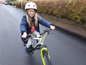 Lykke är ett av nästan 1000 barn som deltog i Karlstads cykelkampanj 1