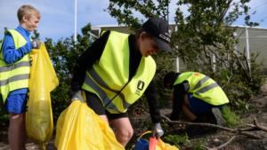 Idrottsungdomar och ICA Maxi tar ansvar för miljön i Örebro 1