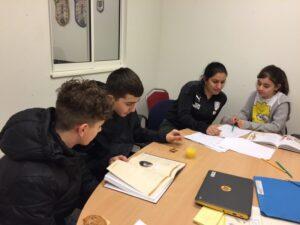 Barn och unga i Södra Ryd kombinerar studier med fotboll 1