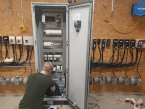 Schneider Electric och Bäckadalsgymnasiet förbereder blivande automationstekniker för industri 4.0 1