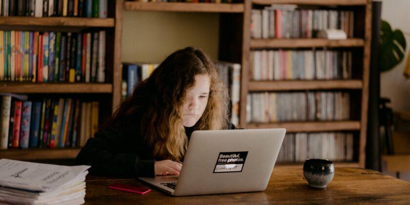 Ny överenskommelse mellan regeringen och SKR om skolväsendets digitalisering