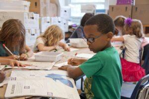 Skolor som vill ska få möjlighet att införa betyg från årskurs 4 1