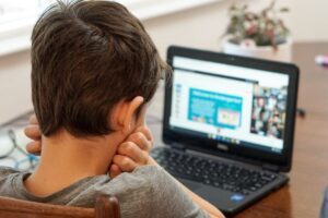 7 praktiska tips till barn och unga för att motverka nätmobbing – på Safer Internet Day 9 februari