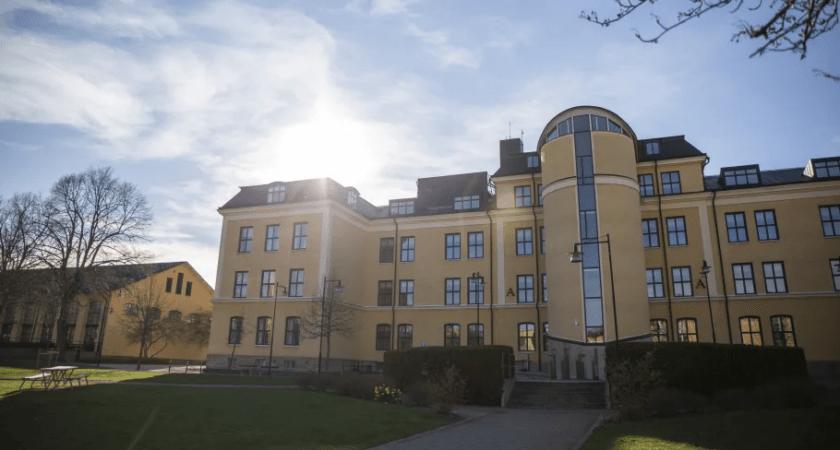 Högskolan i Skövde ger studenterna stöd online