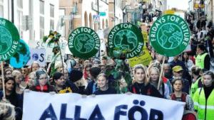 Ungdomar över hela landet protesterar mot den svenska skogsindustrin