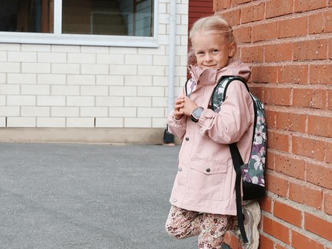 Telia först ut att erbjuda nu den barnsmarta mobilklockan Xplora X5 Play med eSIM