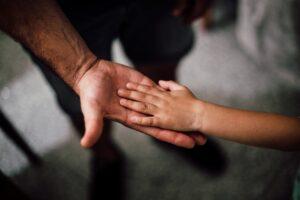 Barnorganisationen Junis lanserar Vuxna som vet